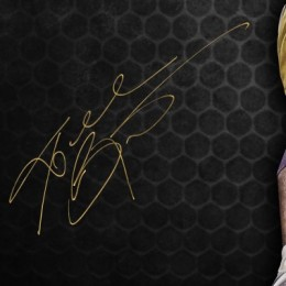 Kobe Bryant Signed Photo Closeup