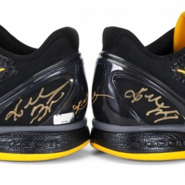 Kobe Bryant Signed Shoes Close-up