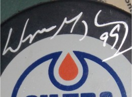 Wayne Gretzky Signed Puck Close-up