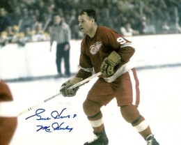 Gordie Howe Signed Photo