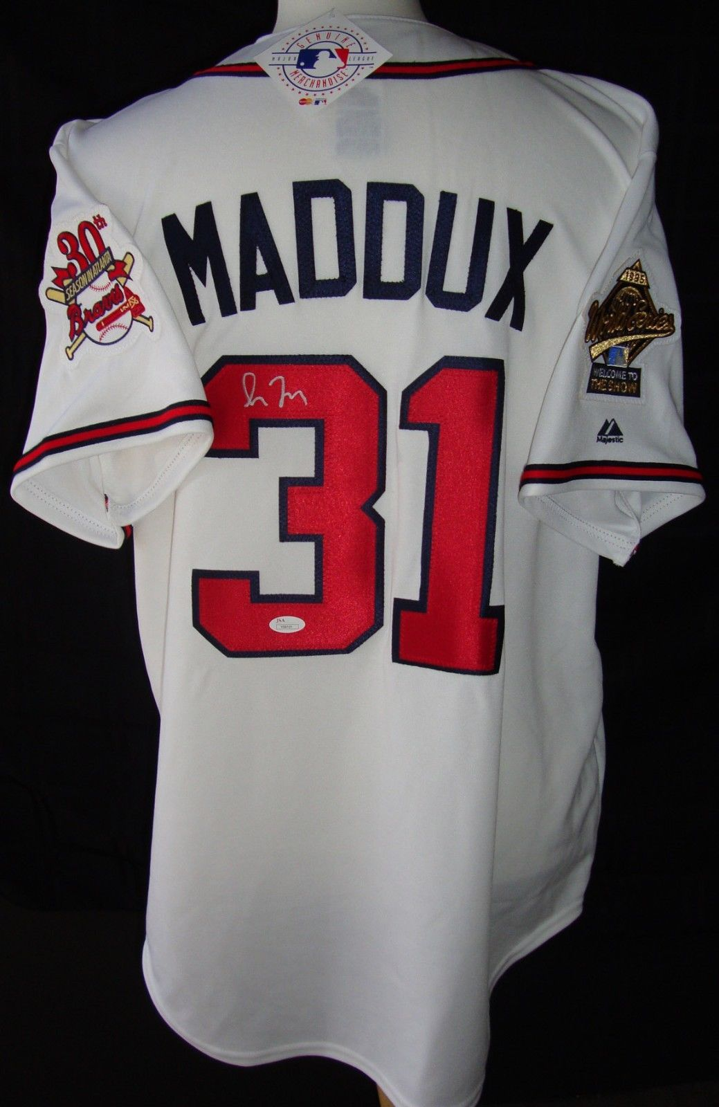 sports shoes 5f976 3c449 Greg Maddux Cards and Memorabilia Buying Guide