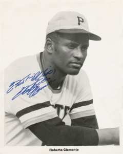 Roberto Clemente Signed Photo 240x300 Image