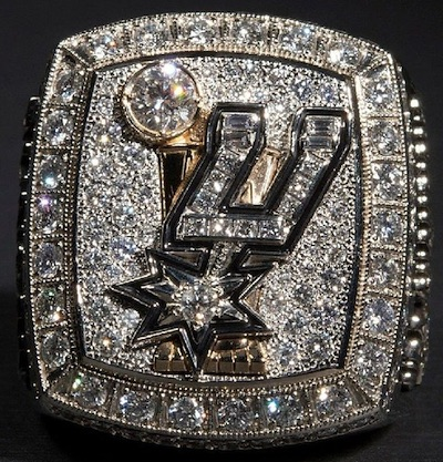 San Antonio Spurs Give Fans Replica 2014 Championship Rings 2