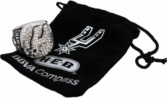San Antonio Spurs Give Fans Replica 2014 Championship Rings 1