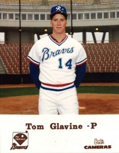 Top 10 Tom Glavine Baseball Cards 8