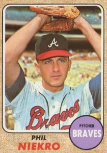 Top 10 Phil Niekro Baseball Cards 5